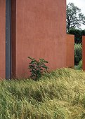 Grassed against a wall in a garden ; Landscapers: Ossart-Maurières