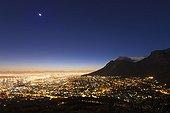 Le Cap au lever du soleil avec vue sur la Table Mountain