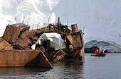 Visit the wreck of a whaling ship stranded Antarctique ; Visit of the old norvegian whaling boat burned down in 1916. When the sea permits, zodiac trips are organised for the passangers of the cruise ship L'Austral (compagnie du Ponant).
