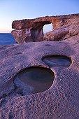 Arche naturelle Azur window sur la côte de Gozo Malte