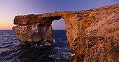 Arche naturelle Azur window au coucher du soleil Gozo Malte