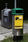 Poubelle de tri sélectif et déchet canin Suisse