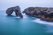 Arche naturelle en Mer Cantabrique  Asturies  Espagne