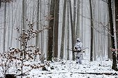 Bowhunting winter Vosges France ; Dress winter camouflage