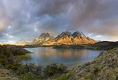 Pink light over Torres del Paine peaks - Patagonie Chile