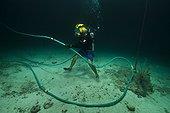 """Umbilical aquanaut - Aquarius Reef Base Florida ; with """"Superlight"""" helmet/hard hat"""