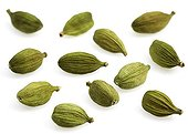 Cardamom ; Graines de Cardamone sur fond blanc