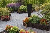 Flowerbeds at Jardins fruitiers de Laquenexy ; Le jardin des fleurs à croquer