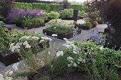 Milfoil flowerbed at Jardins fruitiers de Laquenexy ; Le jardin des fleurs à croquer