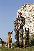 Gendarme et chien spécialisé dans la piste et la défense  ; Chien : Démon, spécialisé dans la piste, la défense et la recherche de stupéfiants et de billets. Equipe cynophile de la Gendarmerie du GIC06