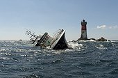 "Trawler 'Célacante' aground on reefs ""Black Stones'  ; after towing boaters engine failure."