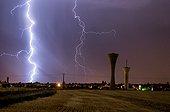 Forts orages la nuit en été - Centre France ; De forts orages et très électriques ont traversé l'Ouest du département causant de nombreux dégâts dus à la foudre.