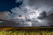 Supercell and windmills in evening - France  ; Third supercell storm of the day. Supercell generates 6 cm hailstones on the campaign. The storm violent hand on Paris and gives more imposing hailstones that exceed 10 cm. Exceptionally stormy situation.
