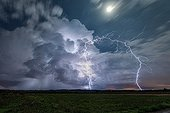 Storm in a very powerful Cevennes episode - France  ; A lightning strike left the top of cumulonimbus is a extranuageux