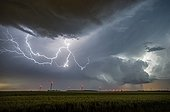 Lightning and wind in the evening countryside - France  ; Supercell moves away and loses its intensity. Many internuageux lightning lights up the inside of the storm.