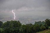 Orage et éclair sur le lac Léman en été - France