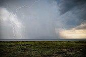 Orage et éclairs au dessus de l'Atlantique en été - France ; Superposition de 3 photos de 1/15 secondes avec l'aide d'un détecteur d'éclair.