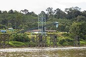 Coal loading conveyor on the Mahakam river bank - Indonesia ; WWF-Indonesia