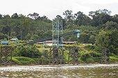 Coal loading conveyor on the Mahakam river bank - Indonesia ; WWF-Indonesia