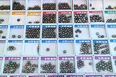 Tahitian Pearls classified as a showcase for sale  ; The Tahitian pearls are sorted according to an official classification, which takes into account their shape, size and the number and arrangement of surface imperfections. Are also used more subtle criteria such as shine and luster.