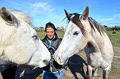 Horse psychologist and Camargue horses - Camargue France  ; Leslie Salut is a horse psychologist.