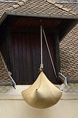 Engrangeous : pulley system to mount the hay in the attic in an old house, Mens, Rhône-Alpes, France