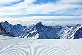 Ski trail after crossing the groomer, Les Deux Alpes Ski Ressort, France