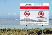 Panneau d'avertissement sur les dangers des requins à La Réunio