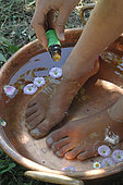 Relaxation and well being in the garden - Cool off - Foot bath with essential oils
