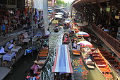 Floating market of Damnoen Saduak, one of the main tourist attractions in the vicinity of Bangkok, Thailand