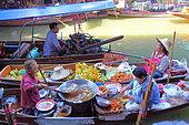 Traders in their boats discussing floating market in Damnoen Saduak near Bangkok, Thailand