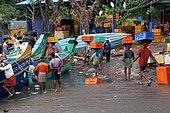 Fishing in Kerala. Unloading of cargos at dawn in the Beypore port