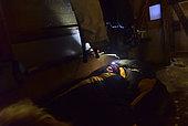 Explorateur dormant dans une cabane. Groenland , février 2016