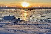 Le Scoresbysund et la nouvelle glace. Groenland , février 2016 , vers 14 h au soleil couchant