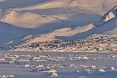 Village d' Ittoqqortoormiit en hiver. Groenland , février 2016