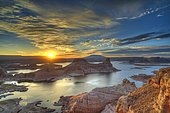View from Alstrom Point to Lake Powell at sunrise, Padre Bay with Gunsight Butte and Navajo Mountain, houseboats, Bigwater, Glen Canyon National Recreation Area, Arizona, Southwestern USA, Utah, USA, North America