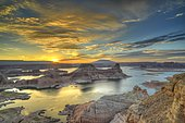 View from Alstrom Point to Lake Powell at sunrise, Padre Bay with Gunsight Butte and Navajo Mountain, houseboats, Bigwater, Glen Canyon National Recreation Area, Arizona, Utah, Southwestern USA, USA, North America