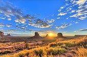 Sunrise, mesas West Mitten Butte, East Mitten Butte, Merrick Butte, Scenic Drive, Monument Valley, Monument Valley,, Navajo Tribal Park, Navajo Nation, Arizona, Utah, USA, North America