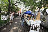 Urban Beekeeping - Andrew Coté sets up in the green and organic markets in the city of New York at Union Square and in Tompkins Square Park to sell his New York bees' production and also the honey from his 220 hives in Connecticut. USA