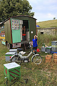 At the campsites, mutual aid is common; the beekeepers get together by affinity or because they come from the same region. The majority comes from Northern Romania. Romanian traveling beekeepers, Romania