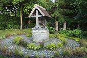 Around the well, grasses, ferns and primroses,, Jardins du Pays d'Auge, Cambremer, Calvados, Normandie, France