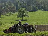 Les jardins de Théia Culture BIO, Outils tracteur pour affiner la terre et casser les mottes