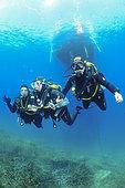Decompression stop under the boat, Diving site of the Sea Lion, Saint-Raphaël, Var, France