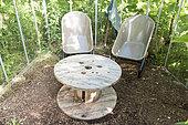 Salon de jardin dans une serre en été, Moselle, France