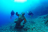Divers and the mermaid or the virgin statue, Diving site of the Sea Lion, Saint-Raphaël, Var, France