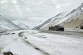 Dalton Highway : from Fairbanks to Prudhoe Bay, (mile 244), The Atigun pass 1422 m in autumn, Alaska, USA