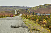 Dalton Highway : from Fairbanks to Prudhoe Bay, The road and the pipeline, Alaska, USA
