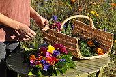Funérailles écologiques, Confection d'un bouquet pour une inhumation, France