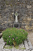 Ecological Funeral, Flowery Tomb at Saint-Cybranet Cemetery, France