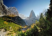 Hiking path in the Fischleintal with Zwoelferkogel, Sextenan Dolomites, South Tyrol, Italy, Europe *** IMPORTANT: Exclusive usage, cover, retail calendar, duration Jan. 1, 2016 - Dec. 31, 2016, territory DEU, AUT, CHE ***